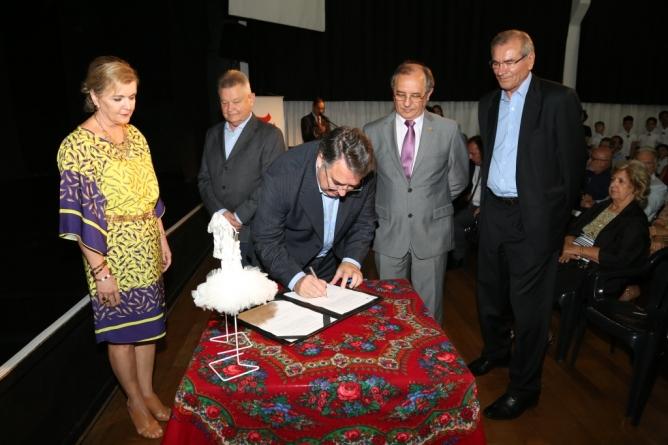 Assinatura do convênio com Governo de SC