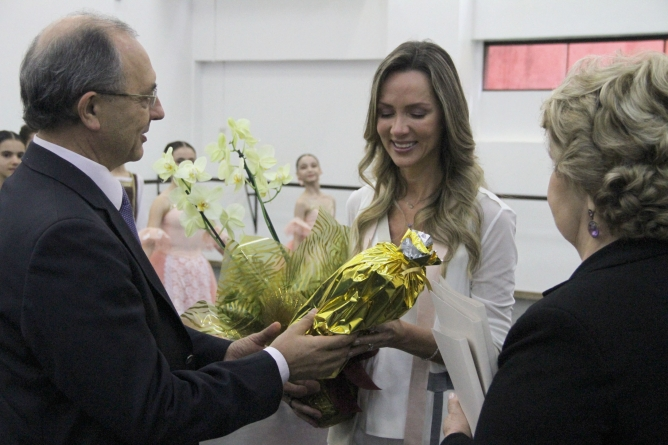 Visita da 1ª Dama de Santa Catarina e comitiva à Escola Bolshoi