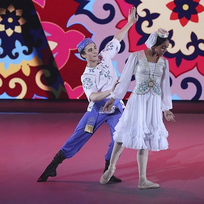 "Brasileiros vencem no programa russo de TV ""Bolshoi Ballet"""