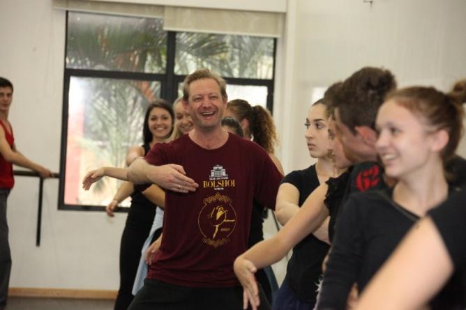 """Escola Bolshoi movimenta a cidade pelo """"Dia Mundial da Dança"""""""