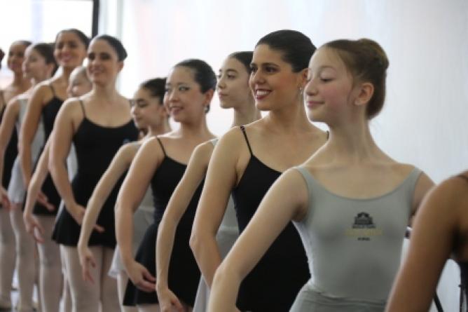 Única companhia de danças de cegos do mundo visita a Escola Bolshoi