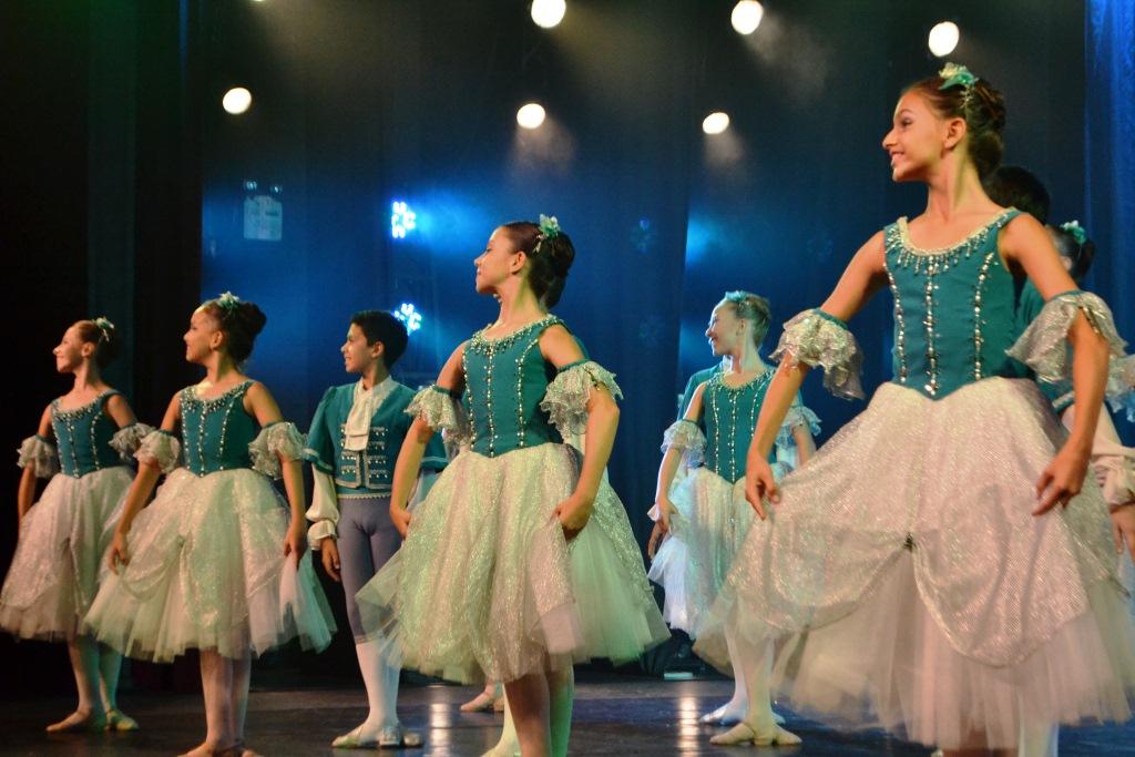 Escola Do Teatro Bolshoi No Brasil completa 17 anos